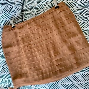 NWT 🌼 Boutique Tan Pleated Skirt w Zipper Tinley